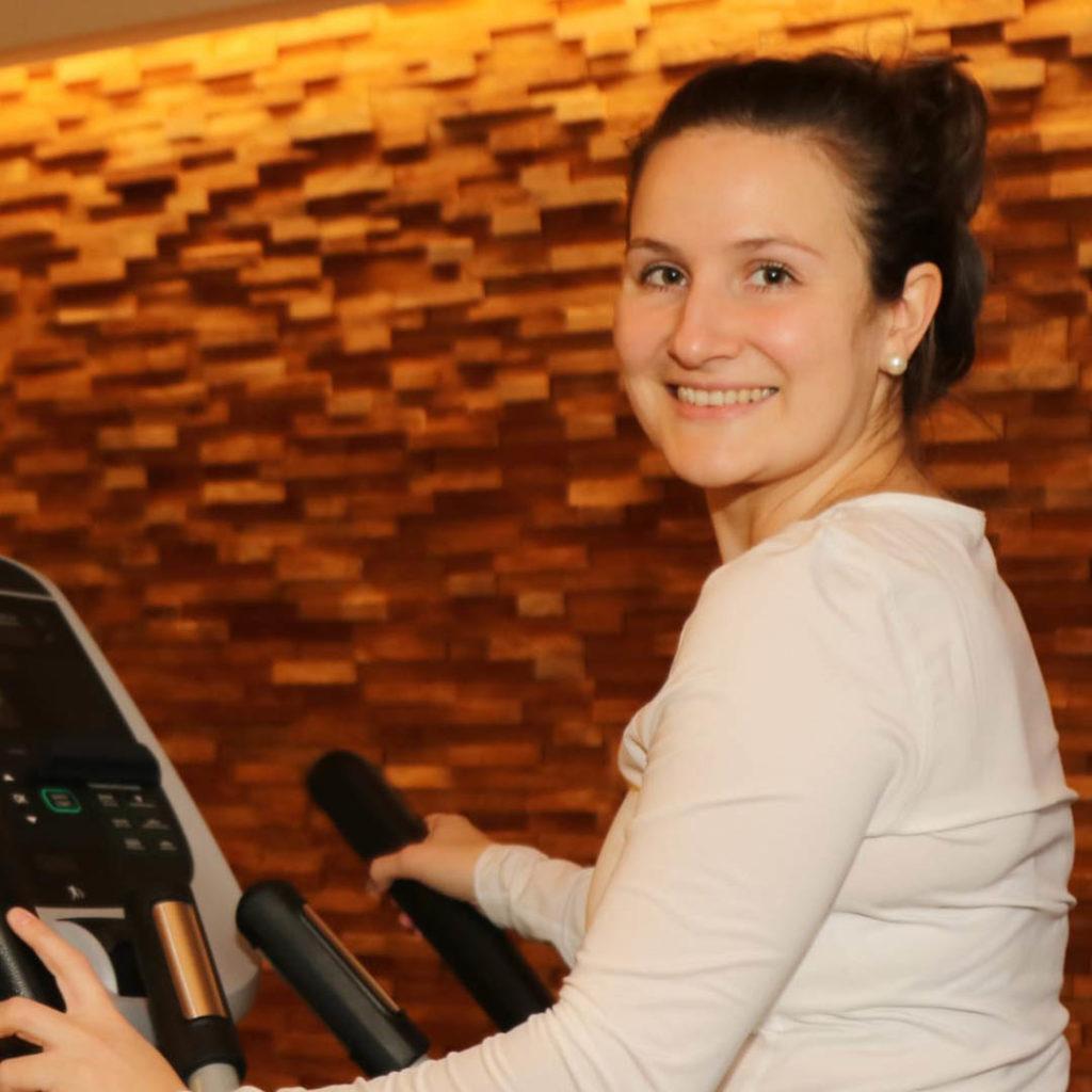 Fitnespsoint Lady Deggendorf Heldengeschichte_0000_WhatsApp Image 2021-02-23 at 11.16.47 (1)